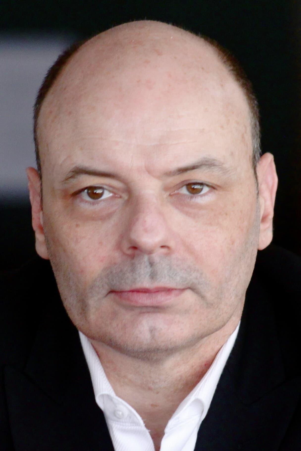 Lee R. Sellars
