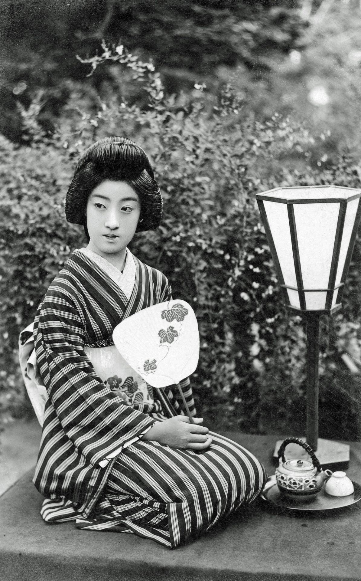 Danseuses japonaises : la danse des ombrelles