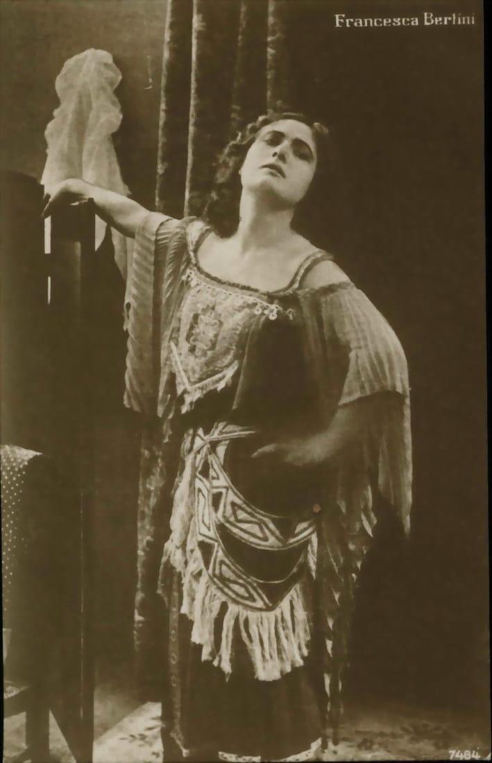 Ivonne, la bella danzatrice