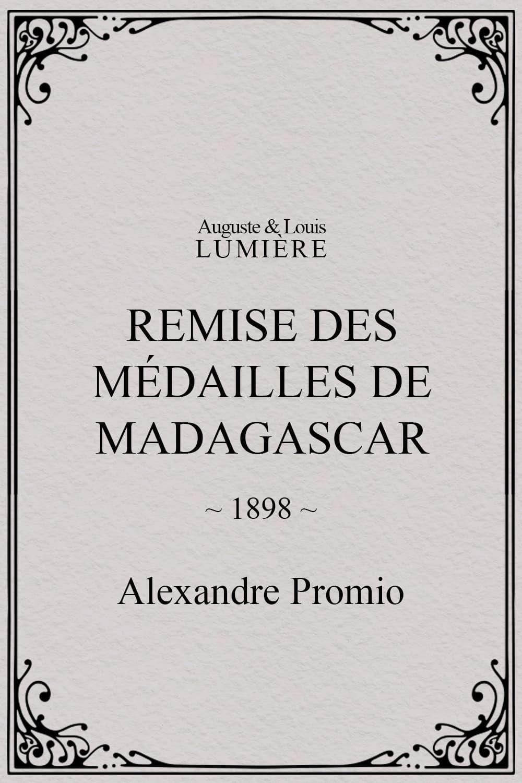Remise des médailles de Madagascar